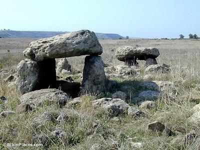 Dolmen-near-Gamla,-tb111700203-bibleplaces